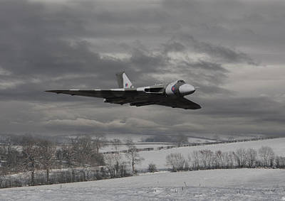 Jet Digital Art - Avro Vulcan - Cold War Warrior by Pat Speirs