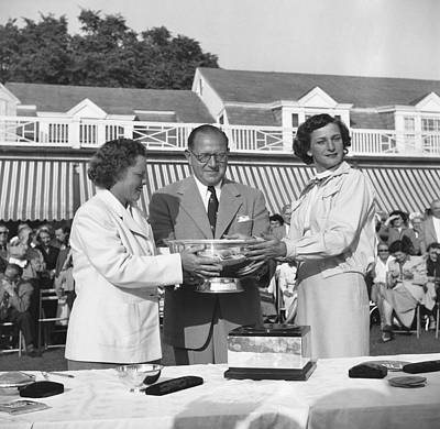 Babe Didrikson And Patty Berg Print by Underwood Archives