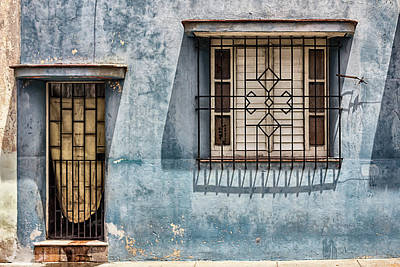 Grate Photograph - Bayamo Home by Dawn Currie