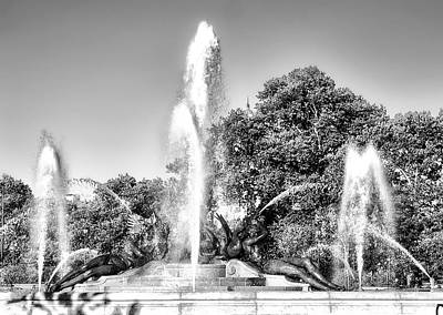 Phillies Photograph - Beautiful Swann Fountain In Black And White by Bill Cannon