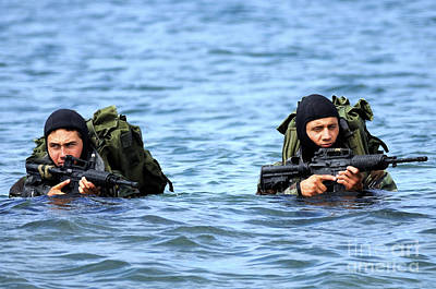 -wars And Warfare- Photograph - Buds Students Wade Ashore During An by Stocktrek Images