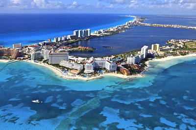 Cancun, Mexico Print by Arthur Gonoretzky