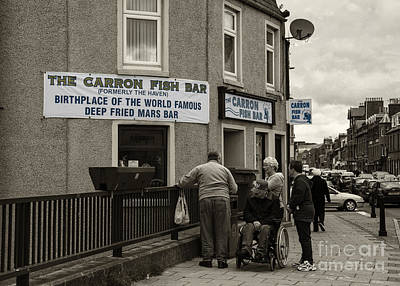 Que Photograph - Carron Fish Bar  by Rob Hawkins
