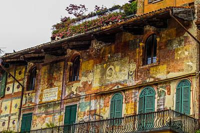 Cavalli Photograph - Casa Mazzanti In Verona In Piazza Delle Erbe by Marilyn Burton