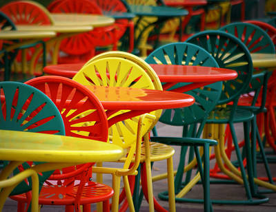 Table And Chairs Photograph - Chat Room by Linda Mishler