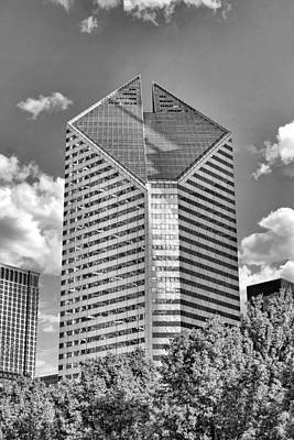 Stone Buildings Photograph - Chicago Smurfit-stone Building Black And White by Christopher Arndt