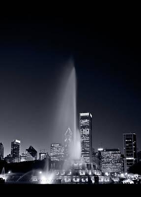 Chicagos Buckingham Fountain Bl And W Portrait Print by Steve Gadomski