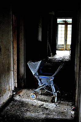 Abandoned House Photograph - Child Of Nowhere by Emily Stauring