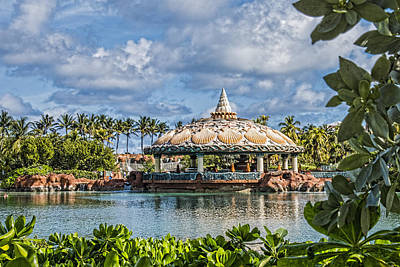Clamshell Routundra - Atlantis Resort- Bahamas Print by Jon Berghoff