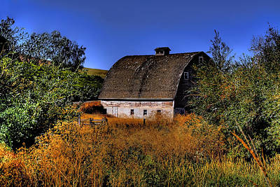 Fields Photograph - Country Barn by David Patterson