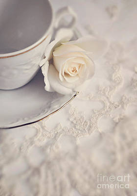 Cream Rose On White China Cup Print by Lyn Randle