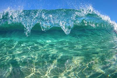 Hue Photograph - Crystal Clam by Sean Davey