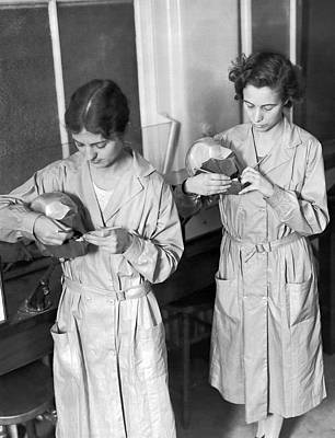 Dental Photograph - Dental Stidents At Work by Underwood Archives
