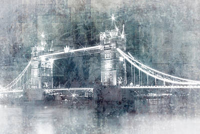 Digital-art Tower Bridge By Night I Print by Melanie Viola