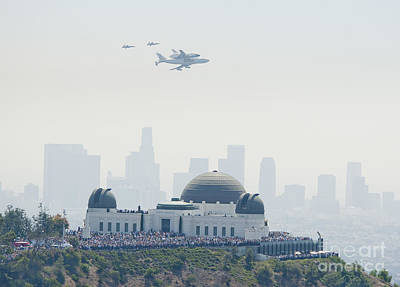 Los Angeles Skyline Painting - Endeavor Space Shuttle And Griffith Observatory by Pd