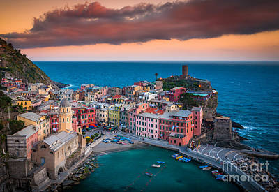 Evening Rolls Into Vernazza Print by Inge Johnsson
