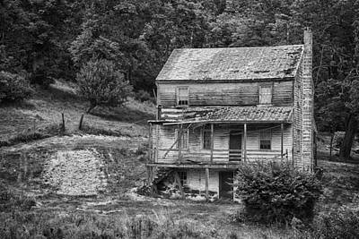 Abandoned Photograph - Farmhouse York Pennsylvania by Hugh Smith