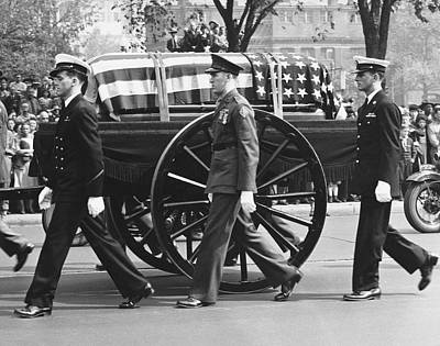 Fdr Funeral Proccesion Print by Underwood Archives