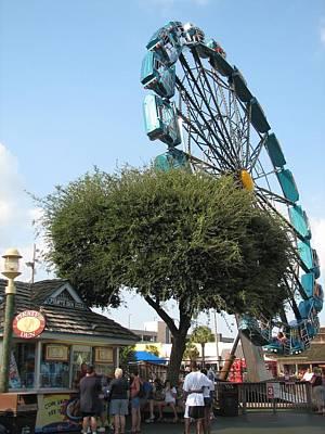 Que Photograph - Ferris Upside Down by Kelly Mezzapelle