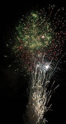 Fireworks 2016 V Original by Suzanne Gaff