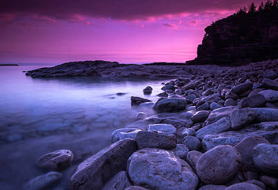 First Light On The Rocks At Indian Head Cove Print by Cale Best