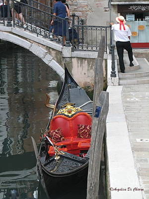 Gondola And Gondolier At Rest In Venice Print by Italian Art