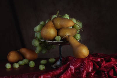 Grapes And Pears Centerpiece Print by Tom Mc Nemar