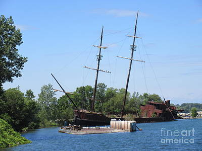 Great Lakes Shipwreck Print by John Malone