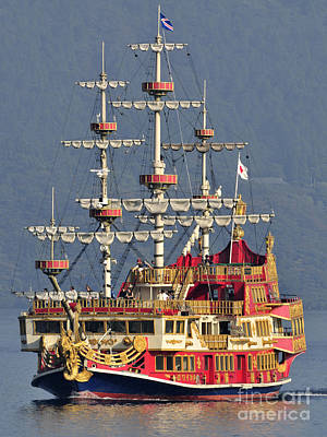 Hakone Sightseeing Cruise Ship Sailing On Lake Ashi Hakone Japan Print by Andy Smy