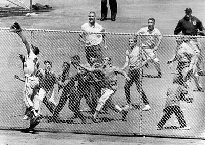 Wire-mesh Photograph - Hank Aaron In  Action by Underwood Archives