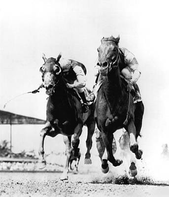 Bronze Horse Photograph - Horse Race At Gulfstream Track by Underwood Archives