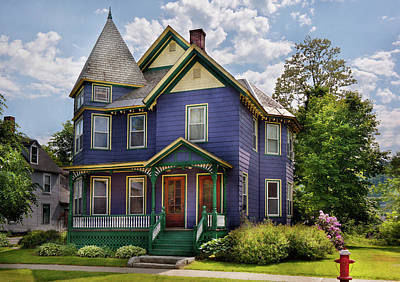 Fashion For Sale Photograph - House - Victorian - Waterbury Vt - There Lived An Old Lady Who Lived In A House by Mike Savad