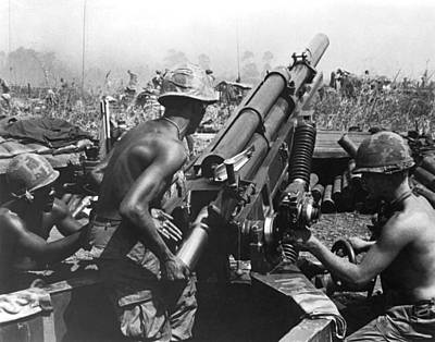 101st Airborne Division Photograph - Howitzer Crew In Action by Underwood Archives
