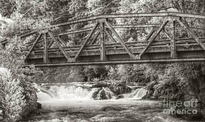 White Salmon River Photograph - Husum Falls On The White Salmon by Kevin Felts