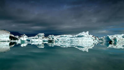 Icebergs Print by Thorsteinn H. Ingibergsson