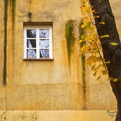 Fenster Photograph - Ich Warte Unten by Renata Vogl