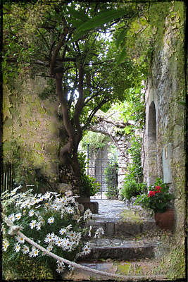 Inviting Courtyard Print by Carla Parris