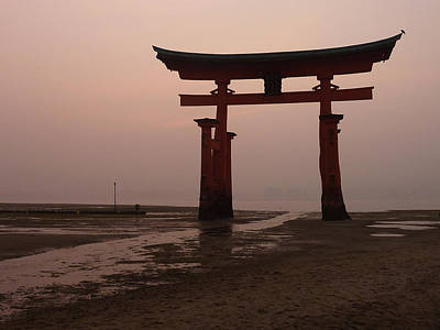 Itsukushima Torii At Low Tide Print by Erik Pearson