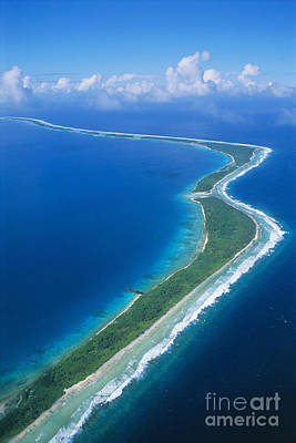 Jaluit Atoll And Lagoon Print by Greg Vaughn - Printscapes