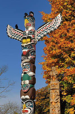Beaver Photograph - Kakasolas And Beaver Crest Totem Poles In Stanley Park Vancouver by Reimar Gaertner