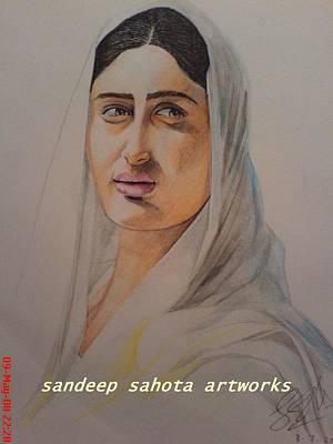 Kareena Kapoor Painting - Kareena In Saree by Sandeep Kumar Sahota