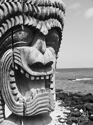 Kahuna Photograph - Kii Statue by Ron Dahlquist - Printscapes