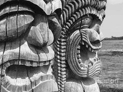 Kahuna Photograph - Kii Statues by Ron Dahlquist - Printscapes
