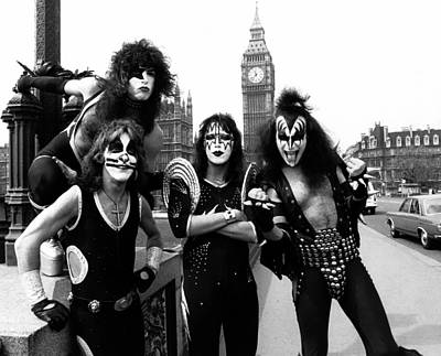 Dad Photograph - Kiss In London by Chris Walter