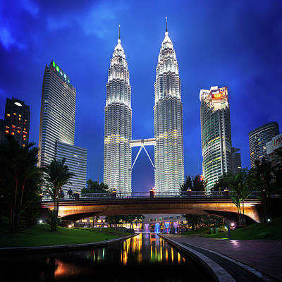 Wolkenkratzer Photograph - Klcc Park, Kuala Lumpur, Malaysia by Nico Trinkhaus