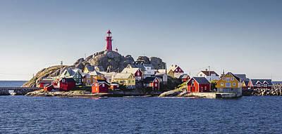 Noruega Photograph - Land Hoi, Ona by Iwan Groot