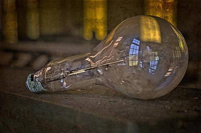 Light Bulb Print by Susan Candelario