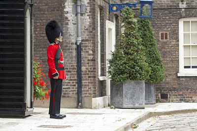 London Royal Guard Print by Travis Rogers