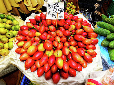Cristiano Ronaldo Photograph - Plum Tomatos In A Vegetable Market by Wilf Doyle