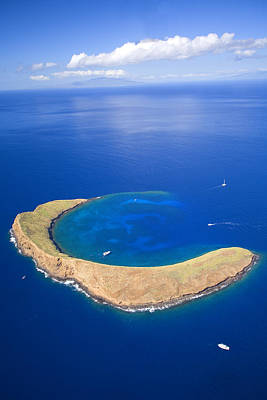 Photograph - Molokini Crater by Ron Dahlquist - Printscapes